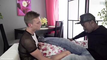 Jeune gay soumis à un lascars black bien membré