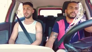 Uber XXX au brésil : chauffeur enculé après une course