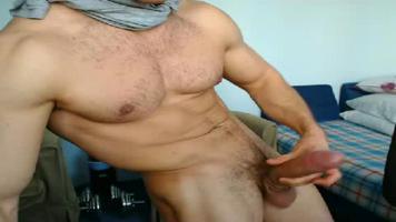 Bien foutu et TTBM : il s'exhibe sur sa webcam