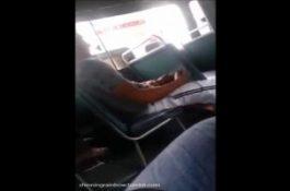 Un mec pris en flag à se branler dans le bus