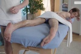 Massage entre jeunes gays coquins