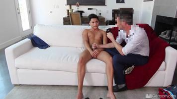 Beau gosse passe un casting porno gay