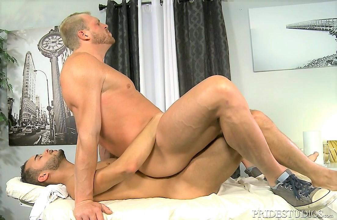Plan chaud avec un daddy masseur