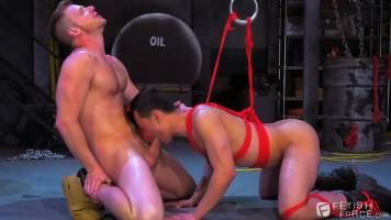 Fetish Gay : Bondage d'un asiatique soumis
