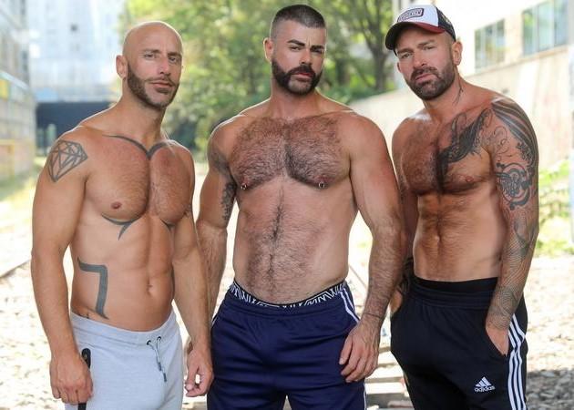 Bareback Français : Démonté par deux mâles alpha dans un sous sol (Eric Videos)
