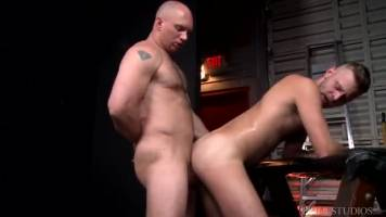 Yes sir, I want your big cock – John Magnum et Chandler Scott