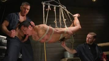 Esclave attaché assouvis à deux maitres SM