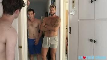 Jeune gay abusé par ses deux oncles