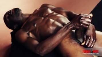 Beau black avec un sexe énorme
