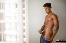 Damien Ellis : jeune athlète black se masturbe