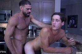 Tony Orlando baise son assistant