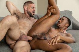 Black sodomisé par un homme viril