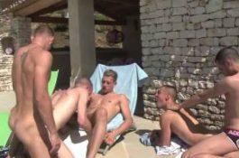 Partouze estivale entre jeunes mecs français