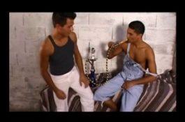 Minet charmé par un jeune tunisien se fait enculer