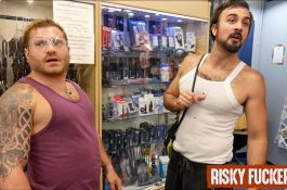 Couple exhib baise dans un magasin de vêtements