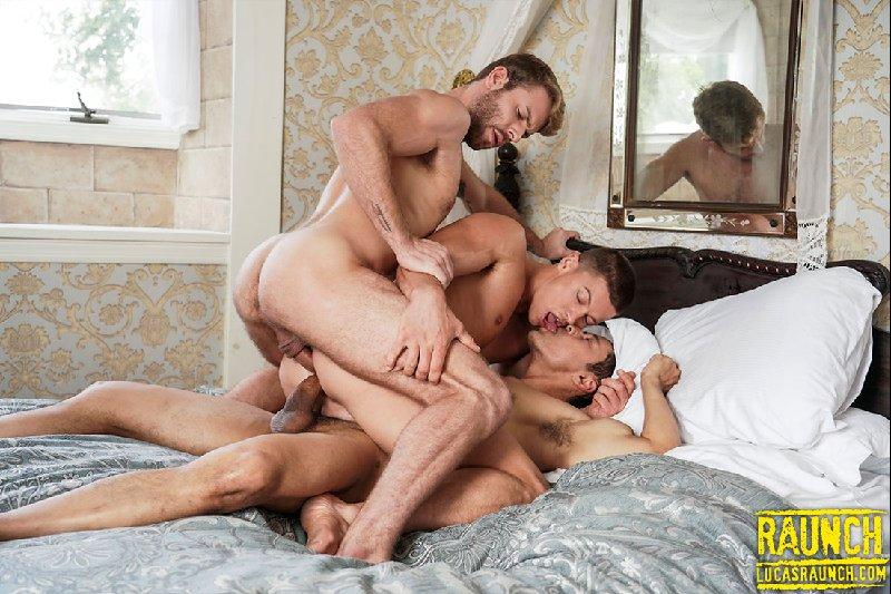 Rafael Alencar et Gabriel Phoenix offrent une double péné à Ruslan Angelo