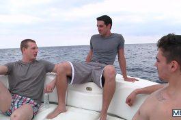 Trio sur un radeau – Asher Hawk, Jack King & Johnny Forza