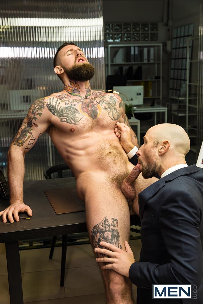 Troy Daniels déglingue son assistant au bureau